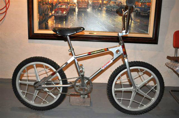 1975 Mongoose Motomag