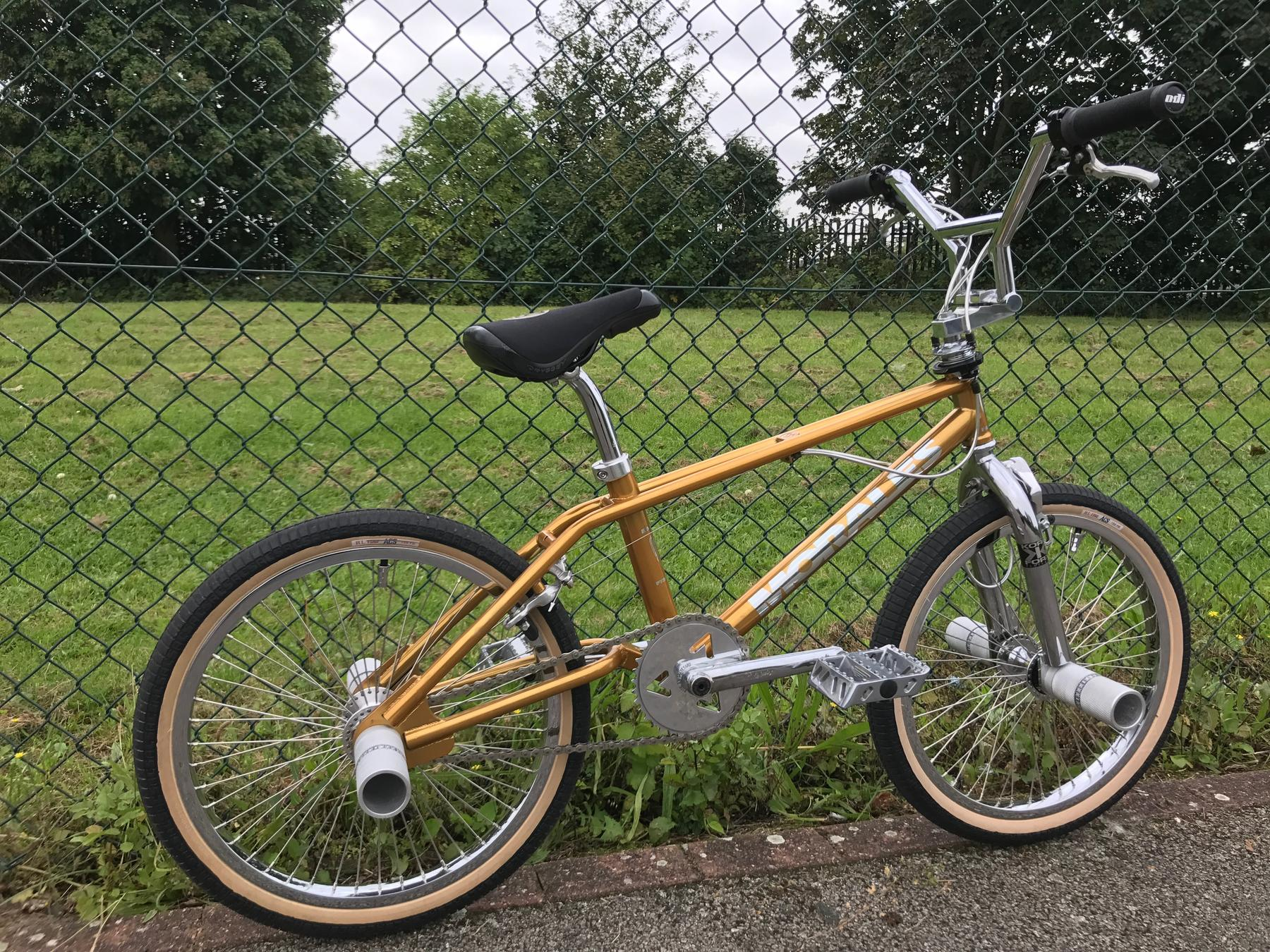 http://bmxmuseum.com/image/img_1496599c408f71_blowup.jpg