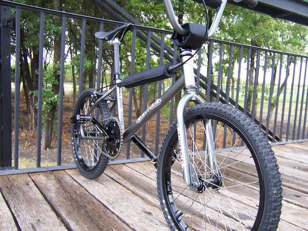 http://bmxmuseum.com/image/new_hutch_pro_racer_front_lg.jpg