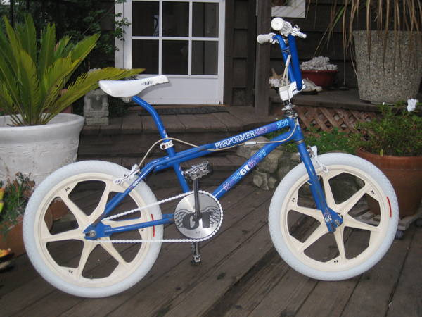 89 GT Performer http://bmxmuseum.com/bikes/gt_bicycles/53014