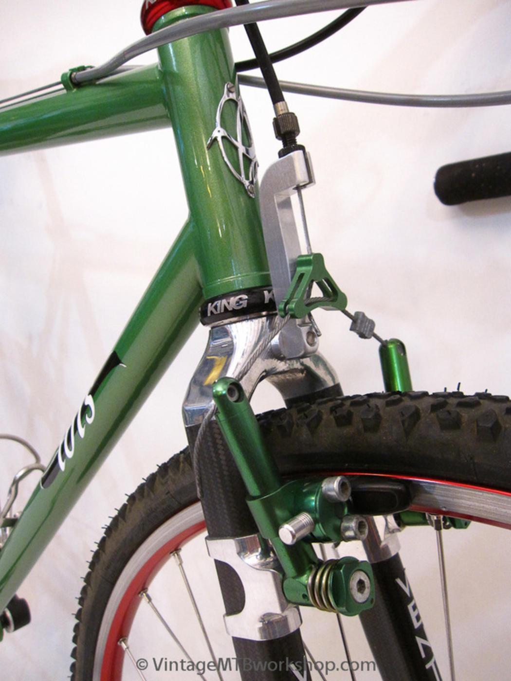 Front Aluminium NEW NOS Retro Blue Pair SHOGUN Flite controls cantilever brakes