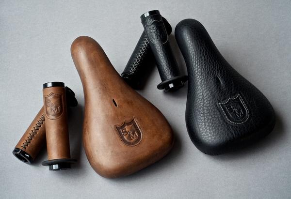 http://bmxmuseum.com/reference-images/leh-cycling-custom-sm-shield-seat-and-grips_20140603_01_58fb0c921a_lg.jpg